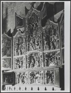 De intrede van Christus in Jeruzalem, de gevangenneming van Christus, Christus voor Pilatus, de bespotting van Christus (binnenzijde linkerluiken); De kruisdraging, de geseling van Christus, de bespotting van Christus, de kruisiging, de kruisafname, de graflegging (middendeel); De opstanding, noli me tangere, de Emmaüsgangers, Pinksteren (binnenzijde rechterluiken); De aanbidding van de herders, de besnijdenis van het Christuskind, de aanbidding van de Wijzen (predella)