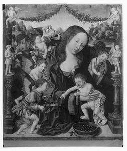 Maria met kind en musicerende engelen