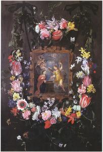 Twee bloemguirlandes rondom een voorstelling van de Annunciatie