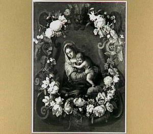 Maria met kind in cartouche versierd met bloemen