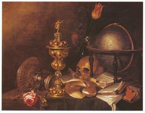 Vanitasstilleven met schedel, globe, vaas met bloemen, roos, boeken en vaatwerk op een blauw kleed