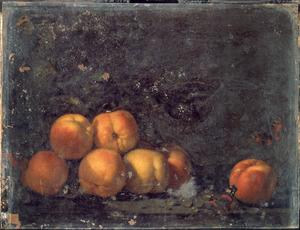 Stilleven van perziken en enkele druiven met twee vlinders