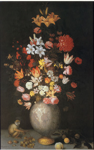 Stilleven met bloemen in een Chinese vaas, een aapje en enkele vruchten
