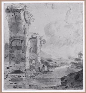 Heuvellandschap met ruïne van een aquaduct