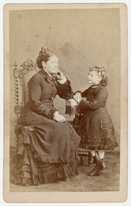 Portret van een vrouw en een meisje