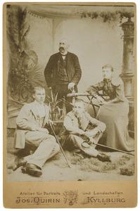 Portret van Onno Joost van der Haer (1842-1908) en zijn  kinderen