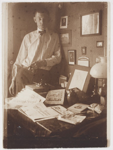 Herbert Fiedler in zijn atelier, Savignyplatz Berlijn, 1921.