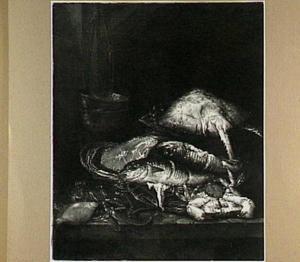Visstilleven met rog, kreeft, schol, kabeljauw en moot zalm in en rondom mand, op de achtergrond een weegschaal