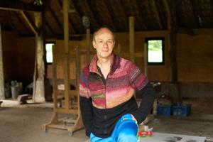Portret van Marc Mulders in zijn atelier