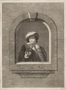 Man in een nis, met een glas in zijn hand