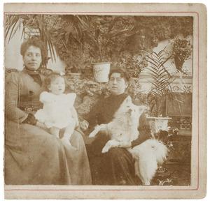 Portret van Alberta Maria Becht (1872-1942) en Maria Sophia Louise Lanen (1872-1943)