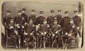 Portret van een groep officiers van het Korps Rijdende Artillerie te Arnhem