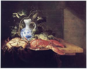 Stilleven met een krab, een kreeft en een Delfts blauwe schenkkan