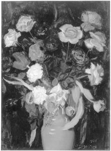 Gemengd boeket met rozen in vaas