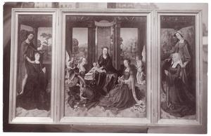 De H. Johannes de Doper met stichter (links), Maria met heiligen en engelen (midden), de H. Catharina met stichtster (rechts)