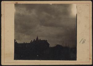 Stadsgezicht van Amsterdam (vermoedelijk de Raampoort)