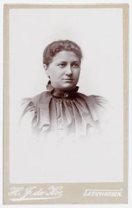 Portret van Sientje Posthumus