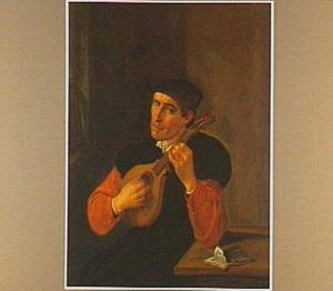 Man speelt mandoline aan een tafel