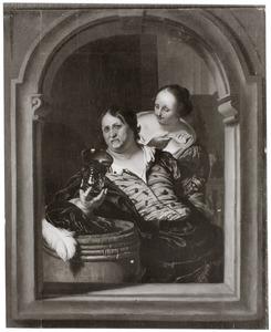 Vrouw met een vis en een drinkende man in een venster