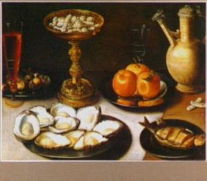 Stilleven met oesters, tazza met snoepjes, kruik en glaswerk