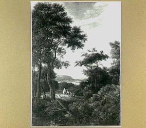 Boslandschap met een ruiter en enkele boeren op een weg