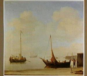 Vissersschepen aan de kust