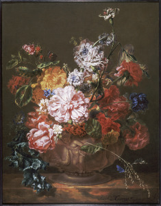 Bloemenvaas op een tafel