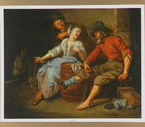Man met ontblote linkervoet en twee andere figuren in een stal