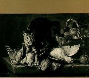 Stilleven van gevogelte, mand met vruchten en een dreigende kat