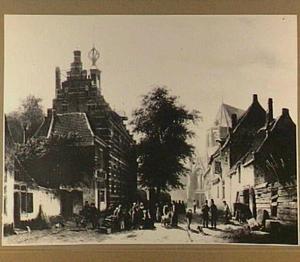 Gezicht op het stadhuis en de markt van Naarden