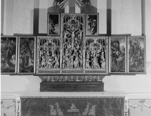 Christus in Gethsemane, de gevangenneming (binnenzijde linkerluik); Christus in Limbo (binnenzijde linker bovenluik); De kruisdraging, de kruisiging, de bewening (middendeel); Christus verschijnt aan Maria (binnenzijde rechter bovenluik); De graflegging, de opstanding (binnenzijde rechterluik)