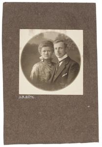 Portret van Tjakko Jakob Tijdens (1893-...) en Scheltine Epkoline Huisman (1892-1975)