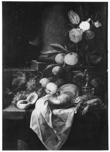 Stilleven met vruchten, bloemen en een nautilusschelp