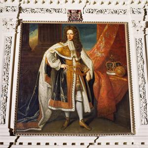 Portret van koning-stadhouder Willem III in zijn kroningsgewaad als koning van Engeland en Schotland