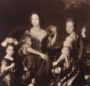 Portret van een onbekende vrouw met twee meisjes