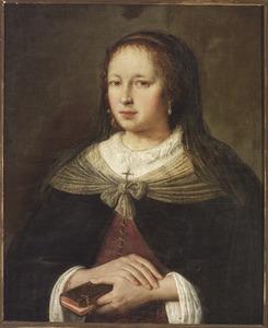 Portret van een gesluierde vrouw met een kerkboekje in de hand