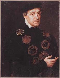 Portret van een man met een keten van gildetekens om de hals