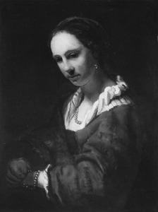 Halffiguur van een vrouw met parelketting