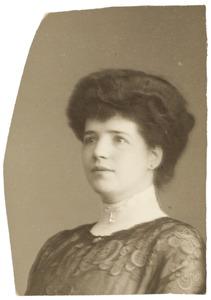 Portret van Johanna Elisabeth (Betsy) Osieck (1880-1968)