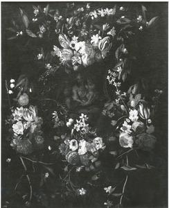 Cartouche met bloemen met een voorstelling van Maria met het Christuskind en Johannes de Doper