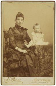 Portret van een onbekende vrouw met kind