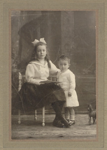 Portret van Suzette Amelia Henriette van Beresteyn (1902-1987) en Christiaan Johannes van Beresteyn (1909-1996)