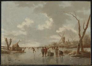 Winterlandschap met schaatsers op een bevroren rivier
