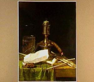Rokersstilleven met een kandelaar en een kometenglas