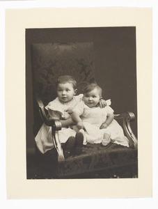 Portret van Theunis Anthonie Donkersloot (1904-...) en Johanna Maria Donkersloot (1905-...)