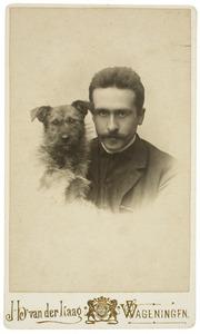 Albert van den Briel met Mondriaans hond Beppie