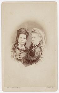 Portret van Maria Francisca Henriette Dumontier (1852-1916) en Henrica Dumontier (1850-1928)