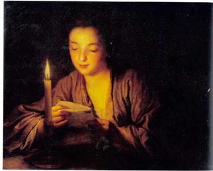 Brieflezend meisje bij kaarslicht