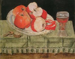 Stilleven appels, walnoten en een glas wijn op een gedekte tafel