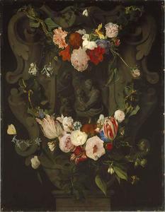 Gebeeldhouwde cartouche versierd met bloemguirlandes rondom een voorstelling van de Heilige familie en Johannes de Doper